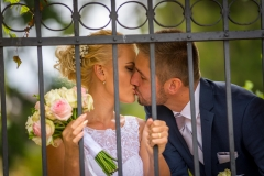 svatební polibek, novomanželský polibek, zámecký park Lipník nad Bečvou