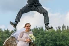 Akční fotografování svatby, Svatební fotograf, ve výskoku svatba