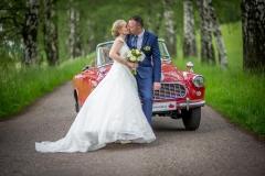 foto u starého svatebního auta