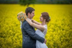 fotografování svatby v řepce řepka