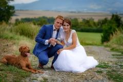 novomanželé se psem
