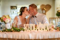 svatba focení u stolu