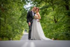 svatba uprostřed cesty