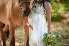 těhotná nevěsta s koněm, těhu fotky