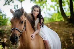 nevěsta-na-koni