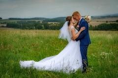 svatební-focení-na-louce